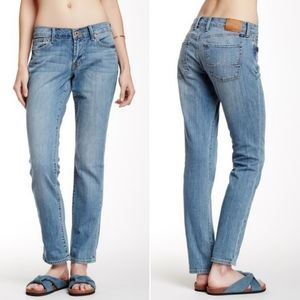 Lucky Brand Sweet N Straight Midrise Jeans. Size 6
